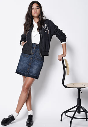 http://www.street-one.ch/out/pictures/wysiwigpro/jagcms4oxid/4/SO_2016_K12_INSP_Hochformat_new-darling-blouson.jpg